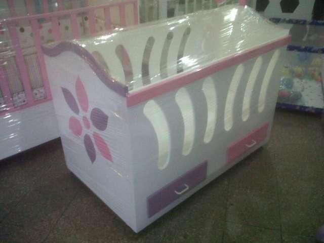 Perfecto Cuna Del Bebé Con Muebles De Tocador Foto - Muebles Para ...