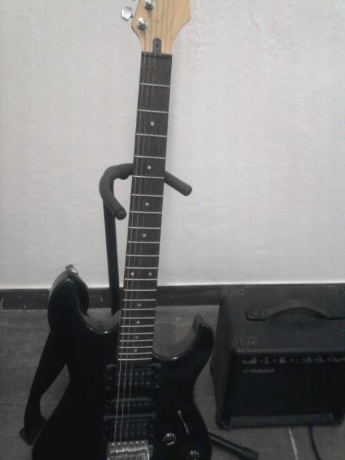Venta de guitarra y camisas real madrid