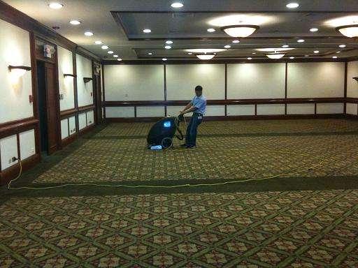 Limpieza de muebles, alfombras y pisos