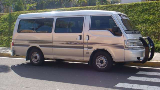 Vendo microbus mazda 2009 acientos de piel a/c
