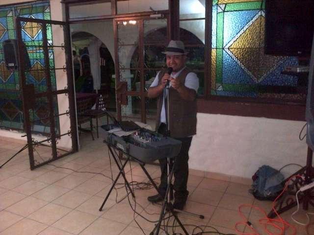 Cantante solista y amenizacion de fiestas.