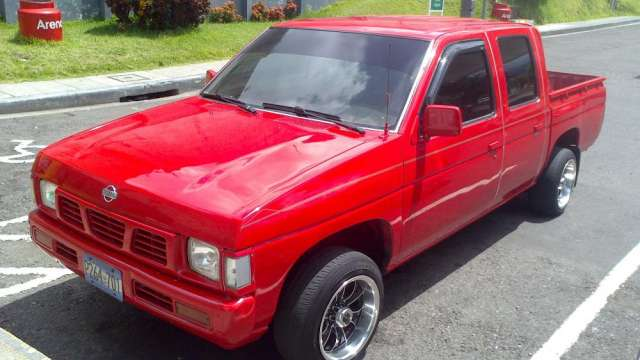 Se vende pick up nissan 95 doble cabina
