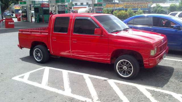 Se vende pick up nissan 95 nunca chocado