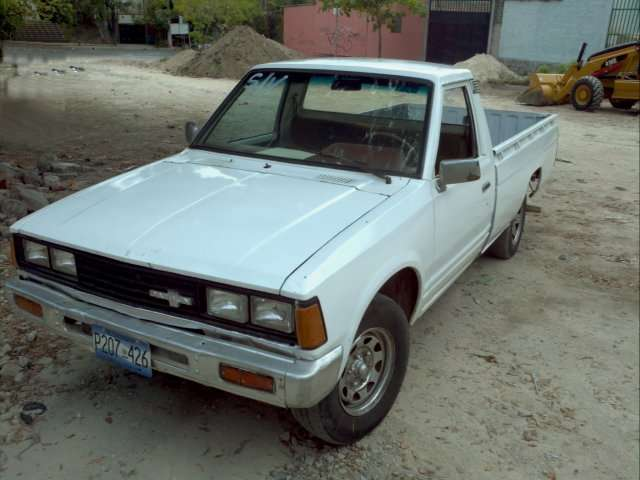 Nissan pick up 1982 ,