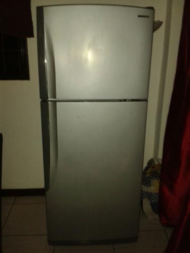 """Vendo refrigeradora samsung de 11"""""""