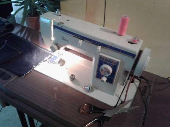 Vendo maquina de coser regina en San Salvador - Muebles
