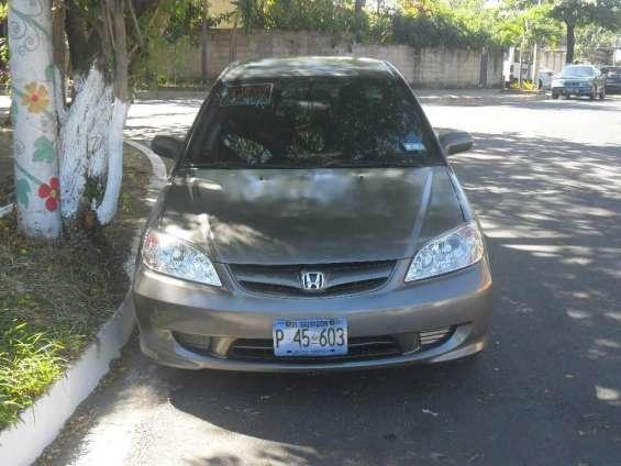 Honda civic 2005 standard, es usado, $4600 negociables