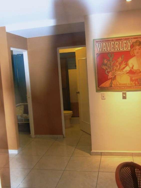 Entrada hacia dormitorio junior n. 2 y baño compartido