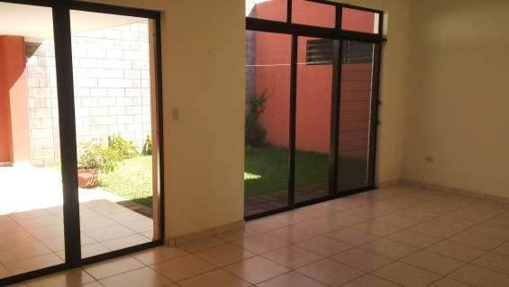 Ganga!!! vendo casa residencial miramar, de las grandes de 1 planta, terreno 393 v2, const