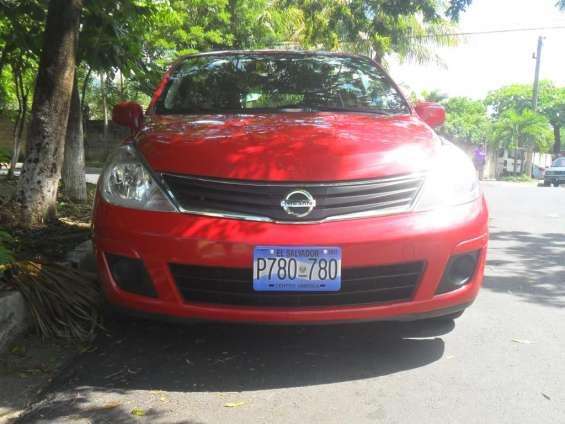 Nissan versa 2012 automático. $5500 negociables
