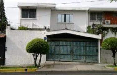 Venta de residencia en zona privada