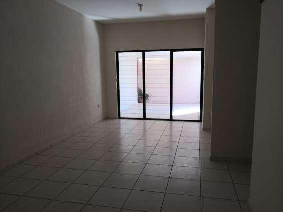 Fotos de Vendo casa residencial miramar, privado, 1 planta, de esquina, tiene 410 v2 de t 4