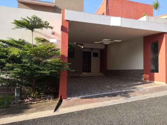 Ganga!!! se vende casa residencial miramar de 2 plantas, privado, remodelada, cochera tech