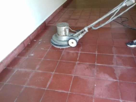 Limpieza y puidos de pisos